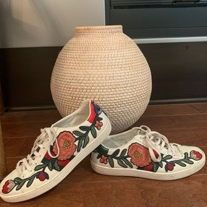 AUTHENTIC Gucci Floral Embroidered Low Top Sneaker